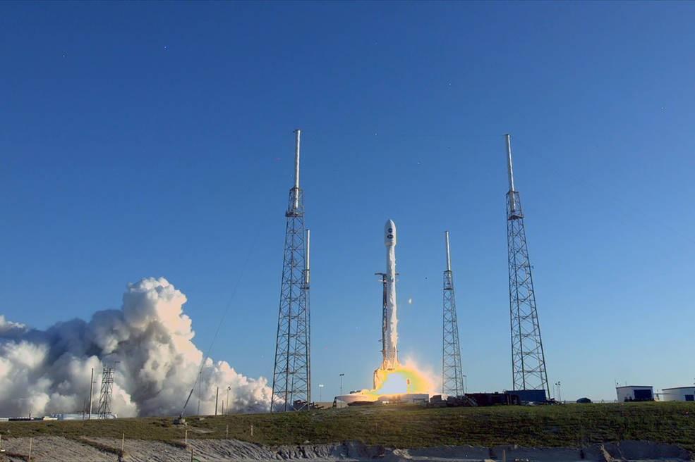 TESS sendo lançada pelo foguete Falcon 9 no Cabo Canaveral, na Flórida (Foto: Divulgação/NASA)