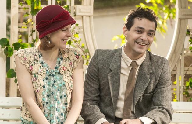 Olga (Maria Eduarda de Carvalho) é a irmã mais nova de Lola e diz para todos que quer se casar com um homem rico. Acaba se apaixonando por Zeca (Eduardo Sterblitch), mas o despreza pelo jeito caipira (Foto: TV Globo)