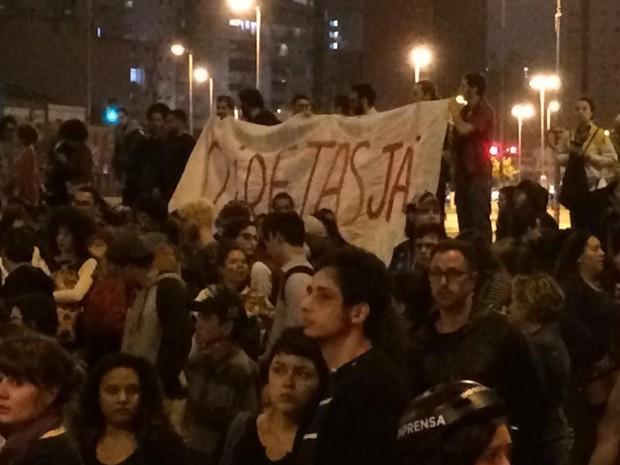 Manifestantes pedem eleições diretas em ato no Largo da Batata (Foto: Glauco Araújo/G1)