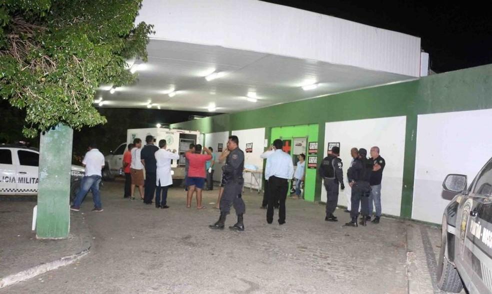 Baleados foram socorridos para o maior hospital de Mossoró, mas não resistiram (Foto: Marcelino Neto/O Câmera)