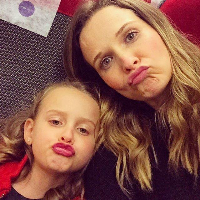 Fernanda Rodrigues e a filha, Luisa Rodrigues: 'Beijo de pato' (Foto: Reprodução/ Instagram)