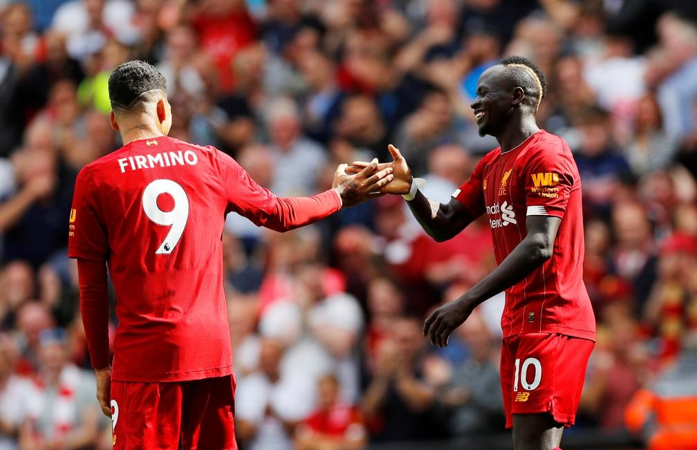 Firmino e Mané durante Liverpool x Newcastle — Foto: Reuters