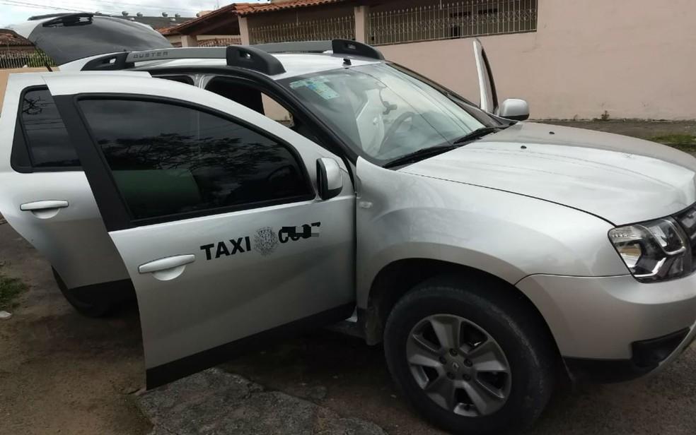 Táxi que transportava dinheiro foi apreendido — Foto: Divulgação/SSP