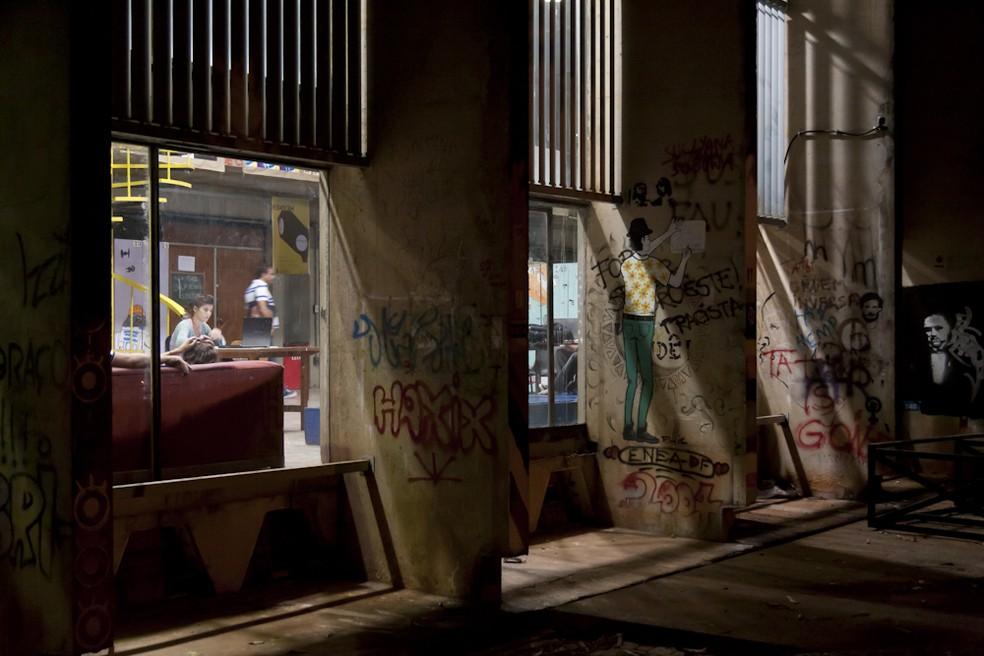 Faculdade de Arquitetura e Urbanismo da UnB à noite (Foto: Luiz Filipe Barcelos/UnB Agência)