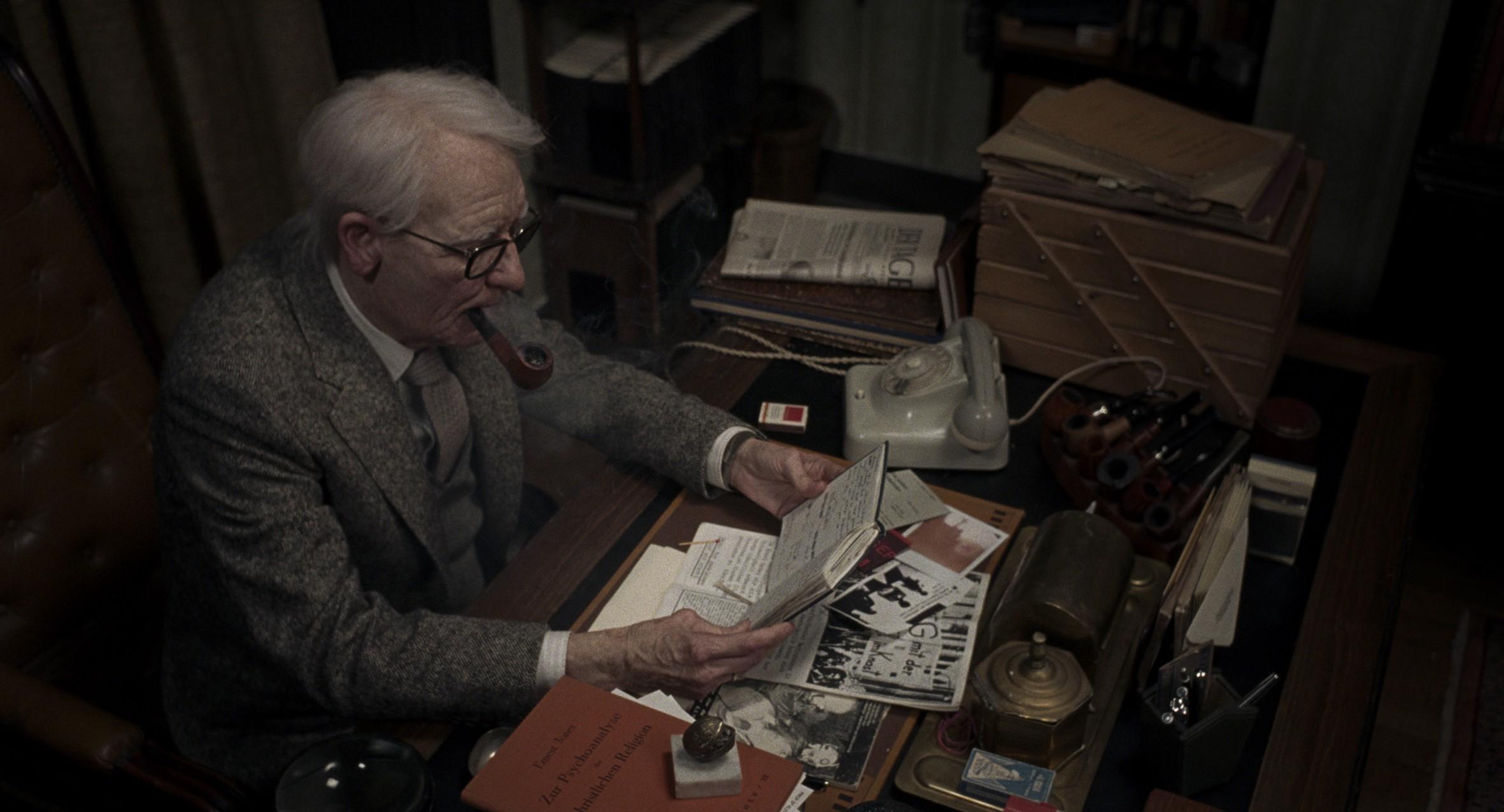 A Ermenegildo Zegna assina o figurino do Dr. Jozef Kemplerer (Foto: Divulgação)