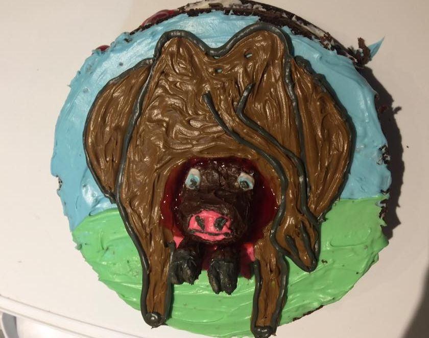 O bizarro bolo de aniversário encomendado por Benz