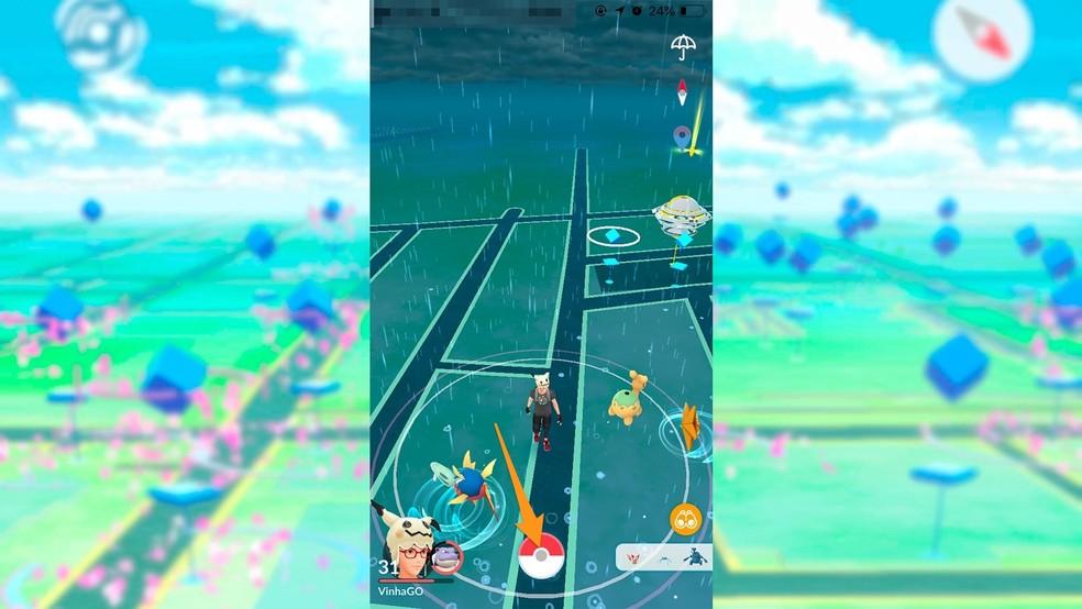 Atingeți Poké Ball în centrul ecranului în Pokémon GO - Foto: Play / Felipe Vinha