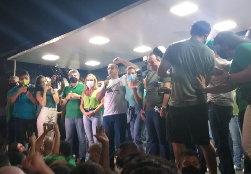 Arthur Henrique discursa ao lado de Teresa Surita e do ex-senador, Romero Jucá — Foto: Vanessa Fernandes/G1 RR