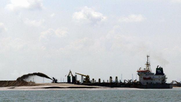 Consumo de areia é impulsionado pela crescente urbanização (Foto: GETTY IMAGES/BBC)
