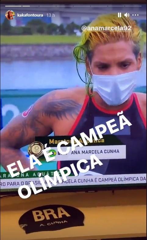 Ouro de Ana Marcela na maratona aquática teve comemoração da namorada e susto dos vizinhos