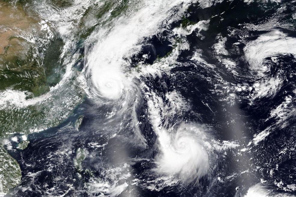 Imagem de satélite divulgada pela Nasa mostra o tufão Maysak sobre a Coreia do Sul na quarta-feira (2) — Foto: Nasa via AP