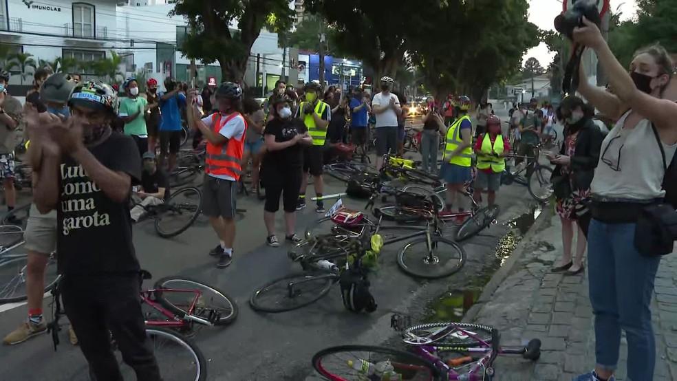 Protesto contra a morte de ciclista que atropelada na Zona Oeste de SP — Foto: Reprodução/TV Globo
