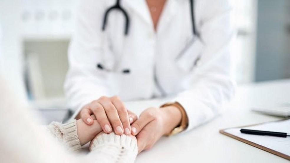 Reportagem também encontrou várias clínicas privadas anunciando o serviço de 'reparo da virgindade' — Foto: Getty Images via BBC