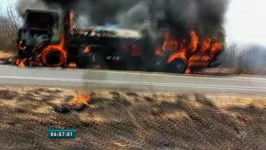 Caminhão pega fogo em rodovia do Ceará