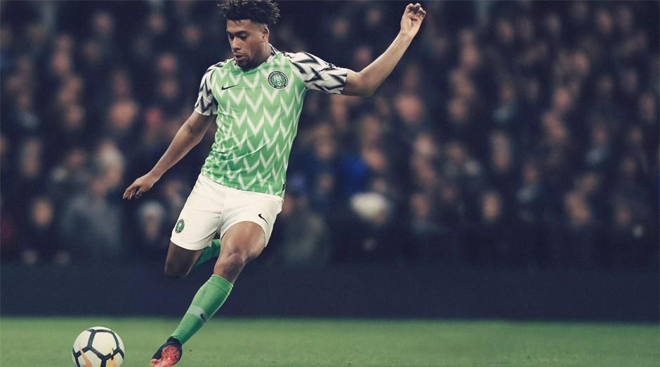 Nigéria: O uniforme diferenciado, desenhado pela Nike a pedido do país, logo caiu no gosto dos fãs do futebol (Foto: Divulgação )