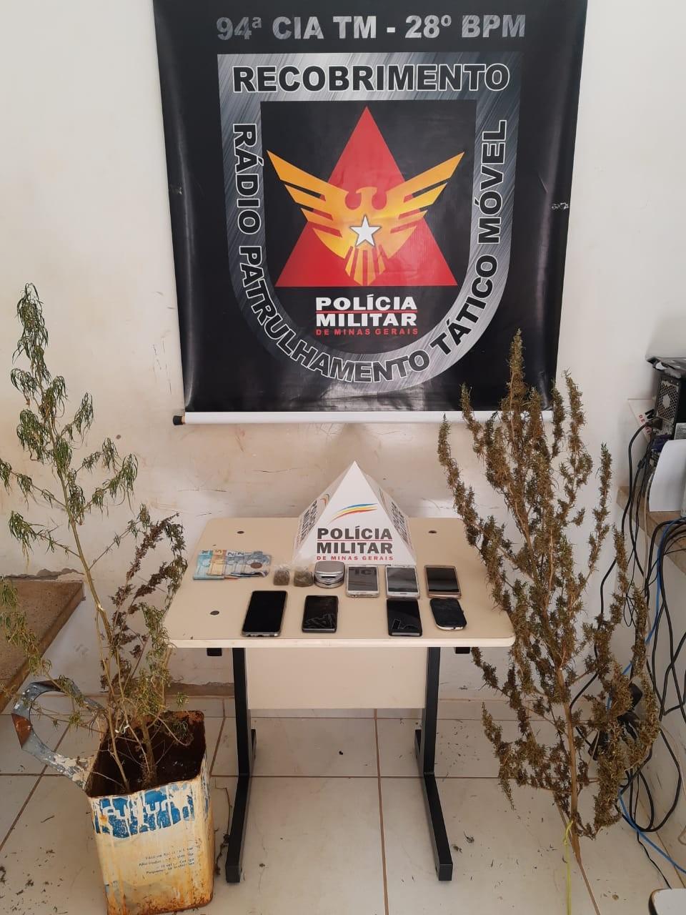 Polícia prende duas mulheres flagradas comprando tablete de maconha em Unaí