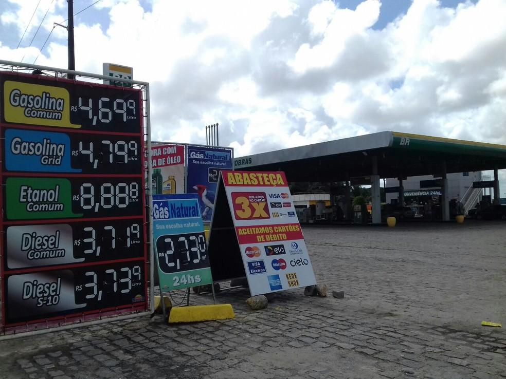 Posto de Maceió sem o desconto de R$ 0,46: gerente diz que o combustível chegou da distribuidora sem a redução. (Foto: Andréa Resende/G1)