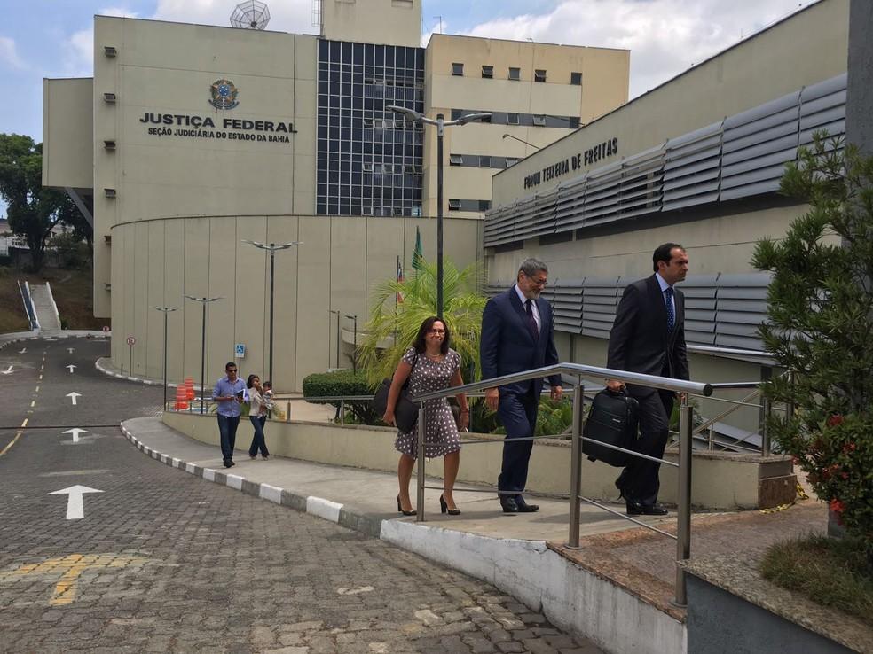 Gabrielli deixou a sede da Justiça Federal por volta das 10h30 (Foto: Juliana Almirante/G1 Bahia)