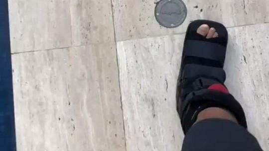 """Neymar anda sem muletas e comemora:""""Bye bye. Até nunca mais"""""""