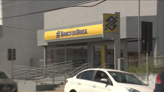 Dois suspeitos são mortos após tentativa de assalto a banco em Balneário Piçarras, diz PM