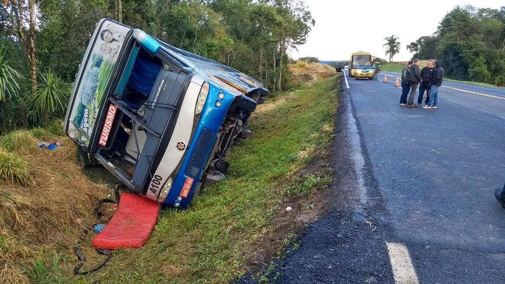 Duas pessoas morreram na acidente (Foto: Divulgação/PRF)