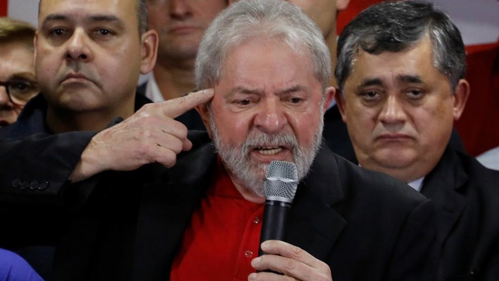 Lula durante discurso na sede do PT em São Paulo após ser condenado por Moro (Foto: Nacho Doce/Reuters)