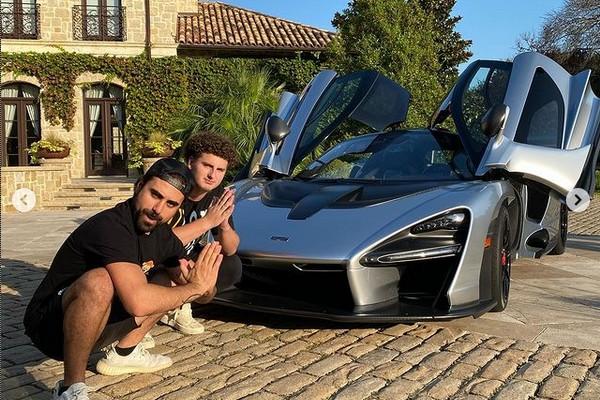 O youtuber adolescente Gage Gillean com um dos carros de sua coleção (Foto: Instagram)