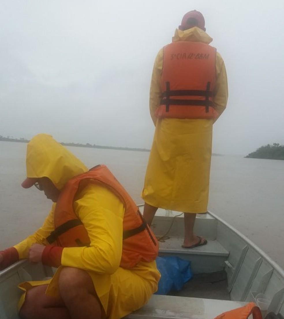 Chuva dificulta buscas por professor sumido no rio Araguaia (Foto: Divulgação/Bombeiros)