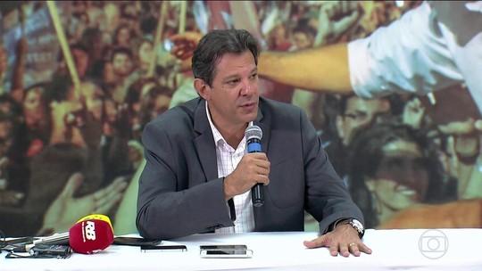 Haddad muda plano de governo e critica adversário por suposto esquema de divulgação de notícias contra o PT