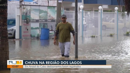 Prefeitura de Arraial do Cabo, RJ, decreta calamidade pública por conta da chuva e fecha acesso principal à cidade