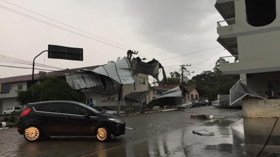 Estragos registrados no Centro de Atalanta — Foto: Defesa Civil/ Divulgação