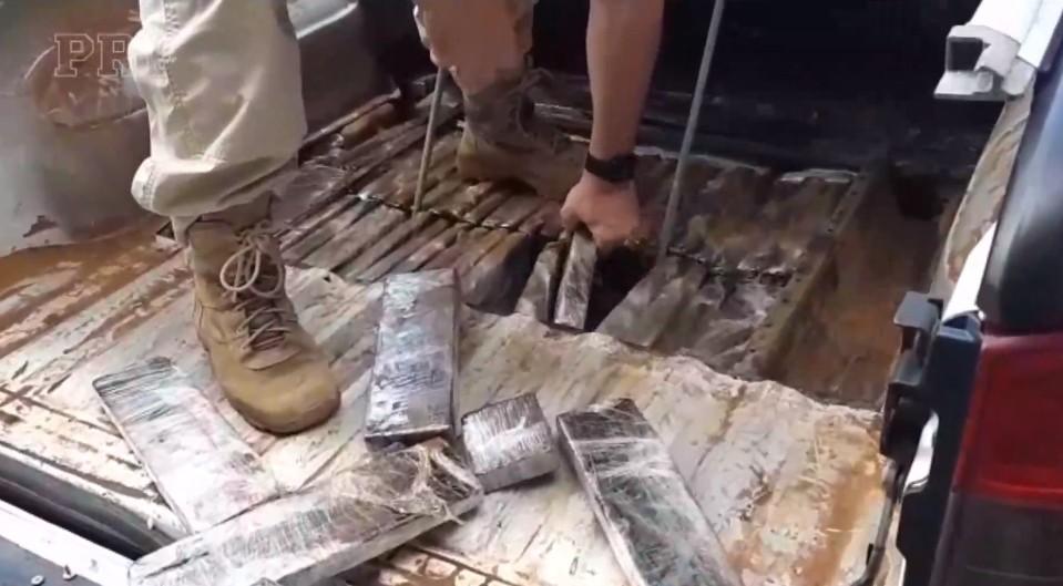 Dois homens são presos com 141 kg de maconha escondidos em fundo falso de caminhonete, na BR-487 - Notícias - Plantão Diário