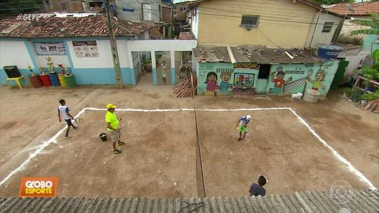 Favela Open leva quadra de tênis pro meio da rua de comunidade para incentivar jovens