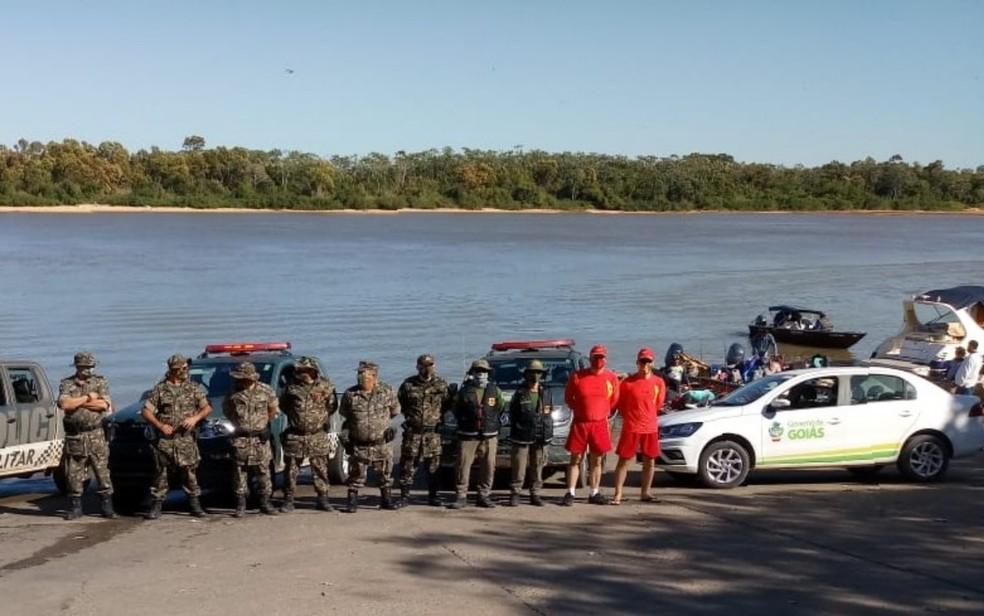 Equipes da Semad, Batalhão Ambiental, Polícia Militar e Corpo de Bombeiros em fiscalizações às margens do Rio Araguaia — Foto: Semad/Divulgação