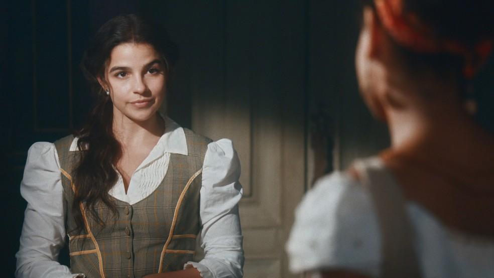 Zayla (Heslaine Vieira) irá procurar Pilar (Gabriela Medvedovski) em 'Nos Tempos do Imperador' — Foto: Globo