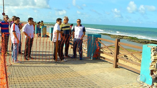 Kelps Lima visita Praia do Meio e critica qualidade da obra do calçadão