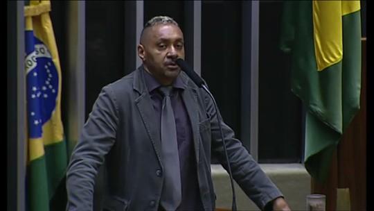 Tiririca faz primeiro discurso na Câmara para dizer que está 'abandonando a vida pública'