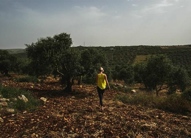 Joss Stone caminha pela Palestina (Foto: Reprodução/Facebook)