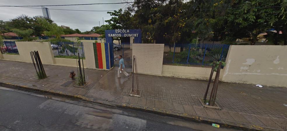 A Escola de Referência em Ensino Médio Santos Dumont, em Boa Viagem, na Zona Sul do Recife, é uma das unidades que oferecem vagas para o EJA em Pernambuco (Foto: Reprodução/Google Street View)