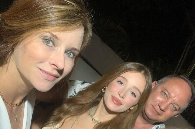 Duda Reis com os pais (Foto: Reprodução)