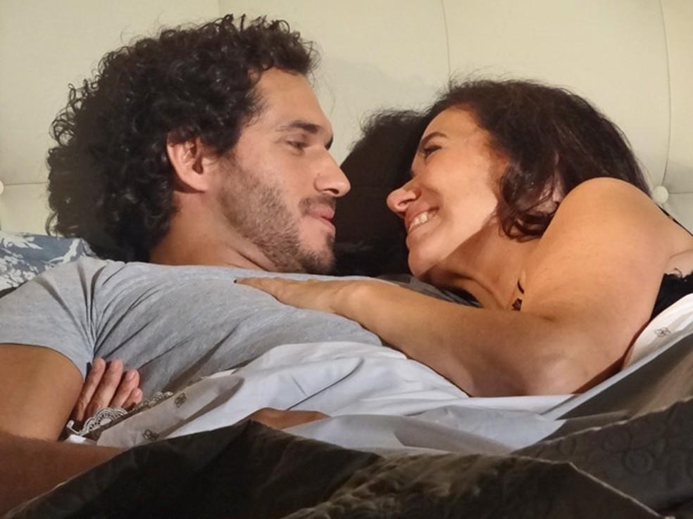 Griselda aceita se casar com Guaracy em Portugal em 'Fina Estampa' — Foto: Globo