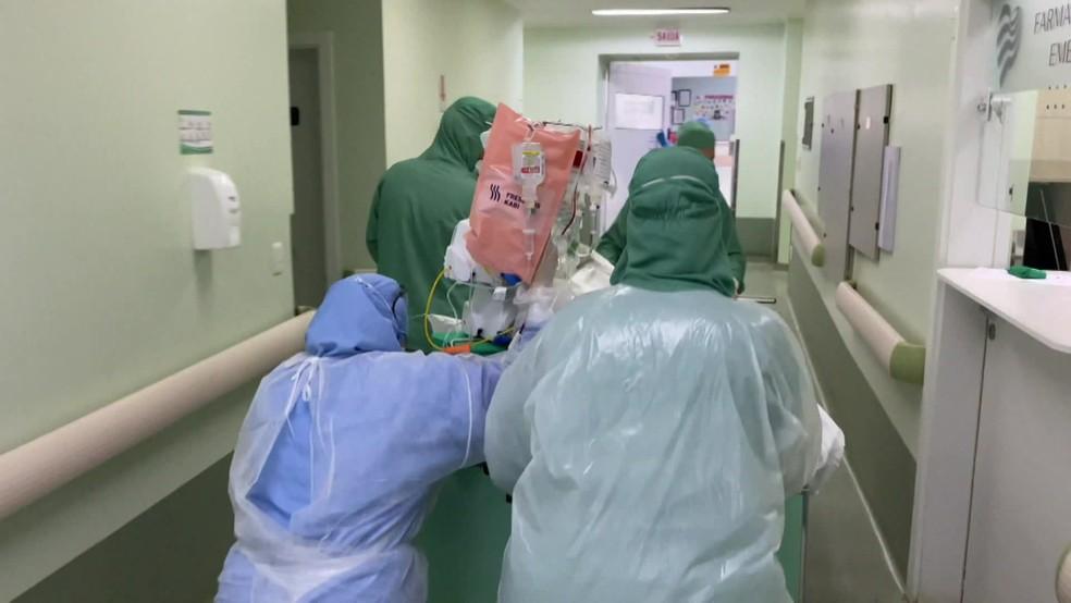 De acordo com membro do Conselho Federal de Farmácia, faltam alguns bloqueadores neuromusculares, sedativos e anestésicos nos hospitais — Foto: Reprodução/TV Globo