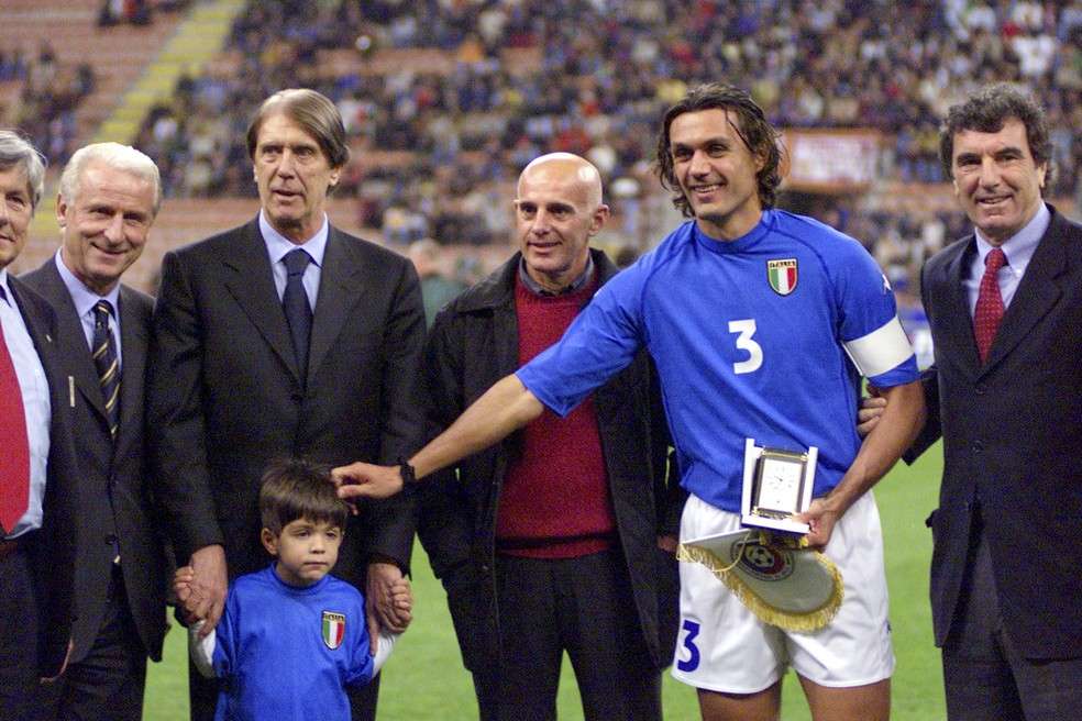 Paolo Maldini jogou muito com as camisas da Itália e do Milan, único clube que defendeu (Foto: AP )