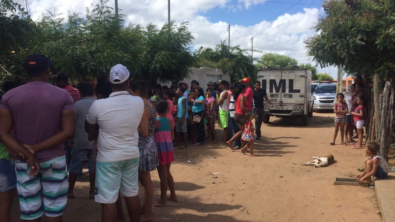 Acusado de matar três pessoas de uma mesma família é condenado a 62 anos de prisão em Petrolina - Notícias - Plantão Diário