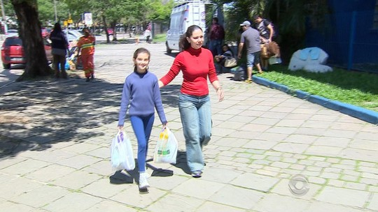 Menina de 11 anos doa toda a mesada para atingidos pela chuva no RS