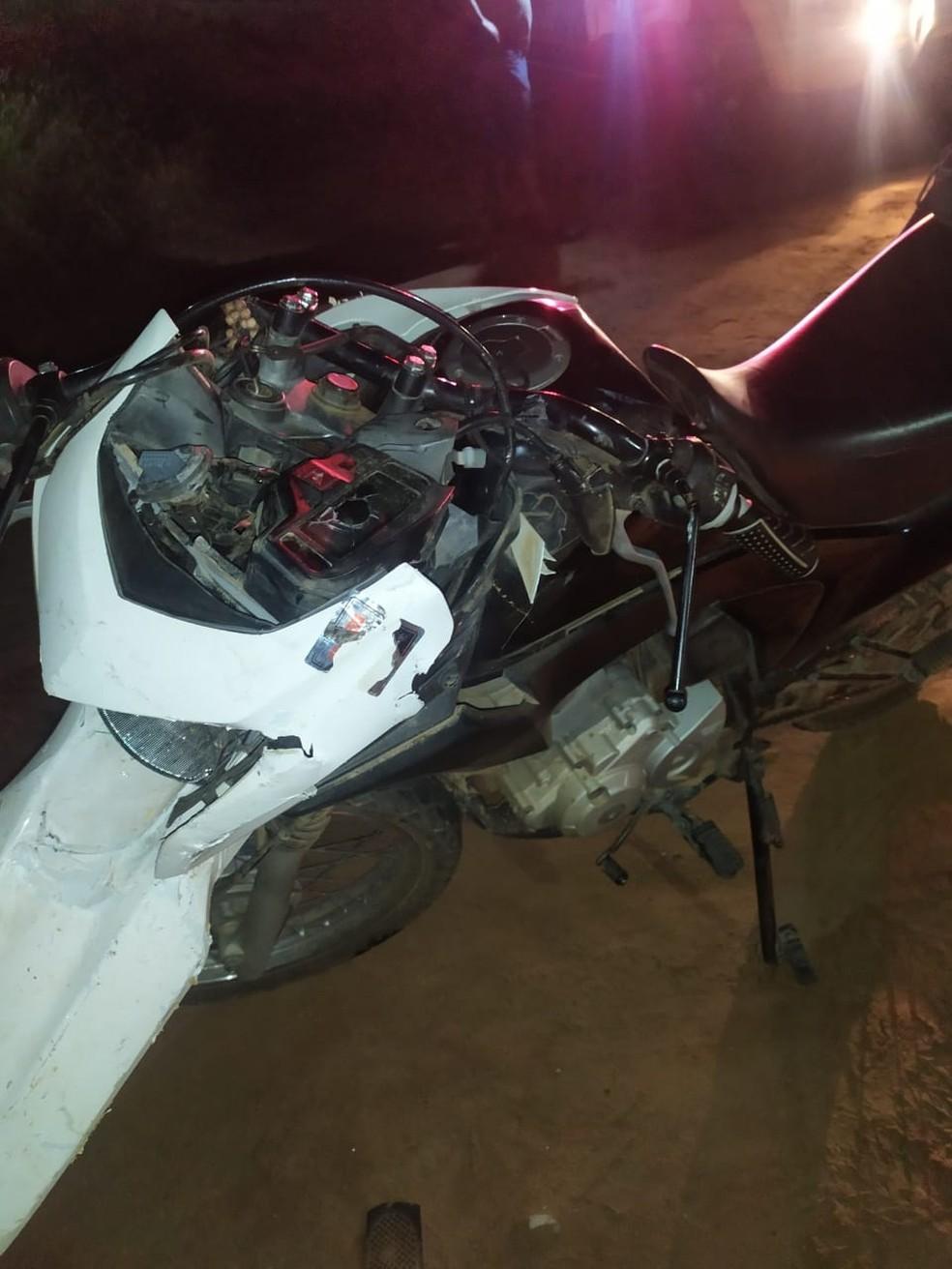 Motociclista morreu após colisão com caminhonete na RN-288 no Seridó potiguar — Foto: DPRE/Cedida