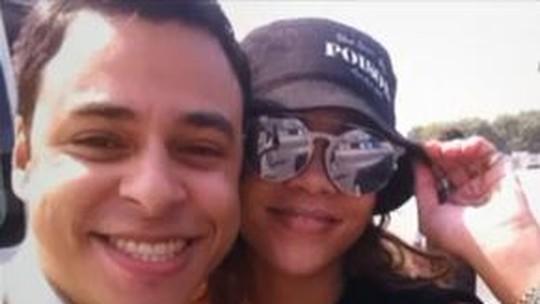 Jovem lembra demissão por foto com Rihanna durante expediente: 'Fui para a administração'