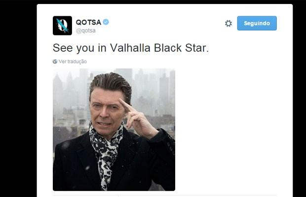 No Twitter, a banda Queens of the Stone Age fez homenagem a David Bowie (Foto: Reprodução/Twitter/QOTSA)