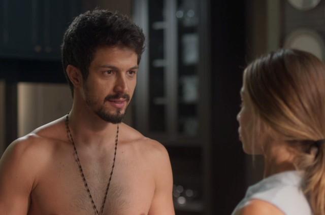 Marcos (Romulo Estrela) e Paloma (Grazi Massafera) (Foto: TV Globo)