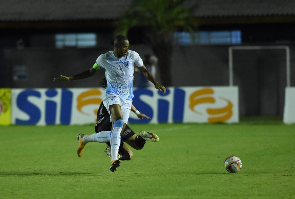 Zagueiro Jeferson Bahia está próximo de acerto com o Paysandu — Foto: Londrina EC